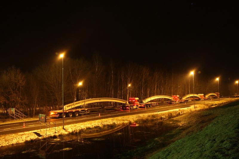 aanvoer leggers voor ecoduct Dwingelderveld feb 2013