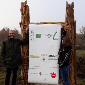 Onthulling insectenhotel tijdens het startsein van de bouw nabij het Noordsche Veld