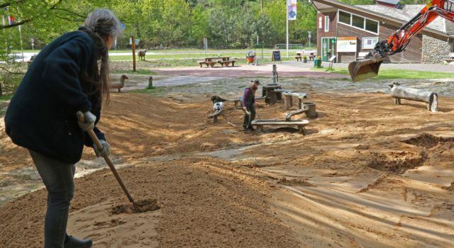 Nieuw zand voor zandspeelplek mei 2019