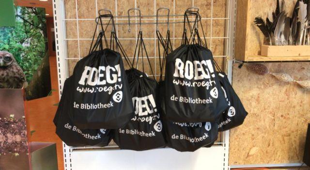 De tasjes die je kunt lenen in de ROEG! Hoek.