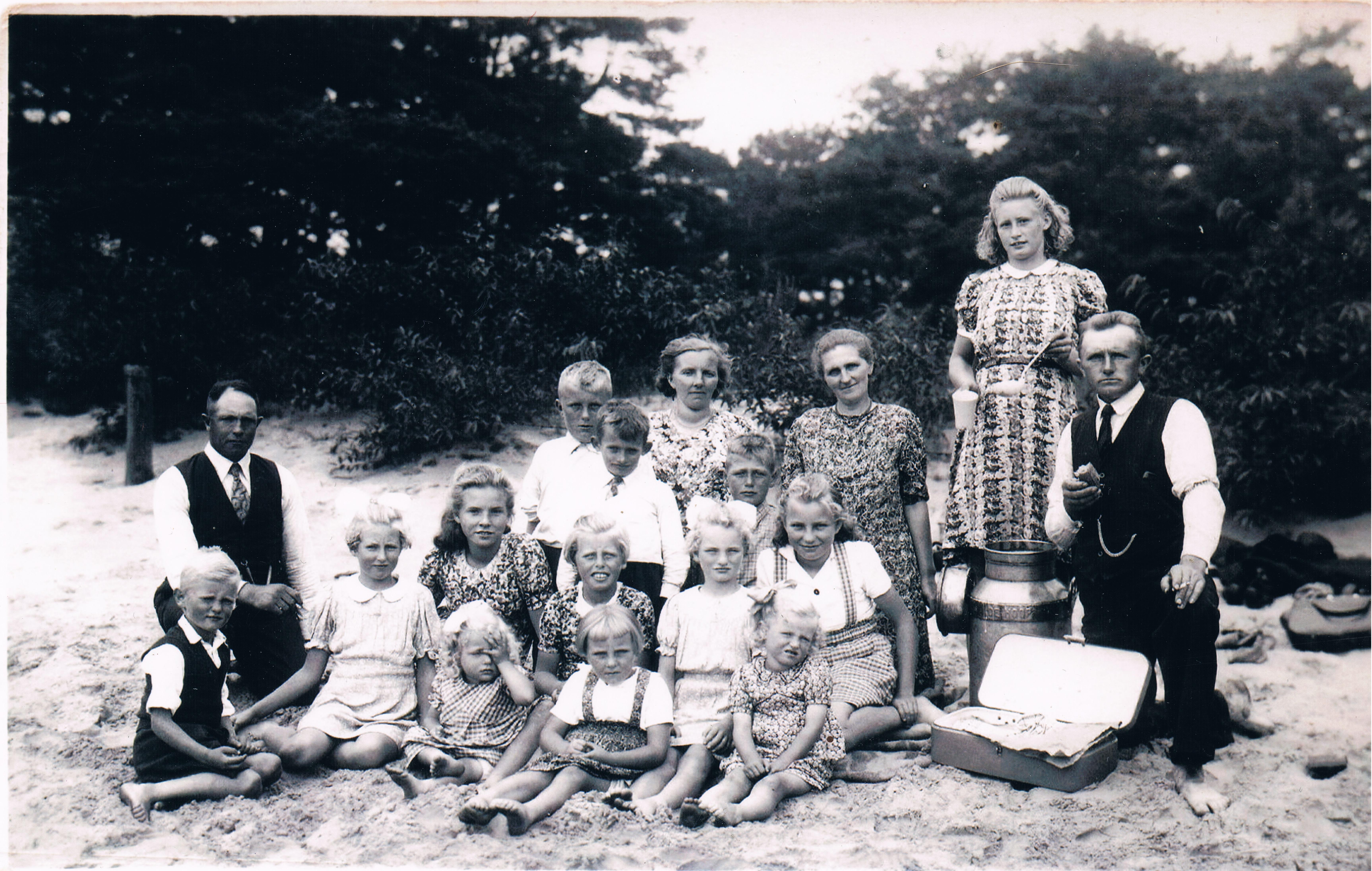 Foto dagje uit Appelscha familie van der Lei-Blom 1942