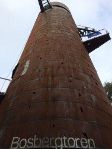 De 33 meter hoge Bosbergtoren.