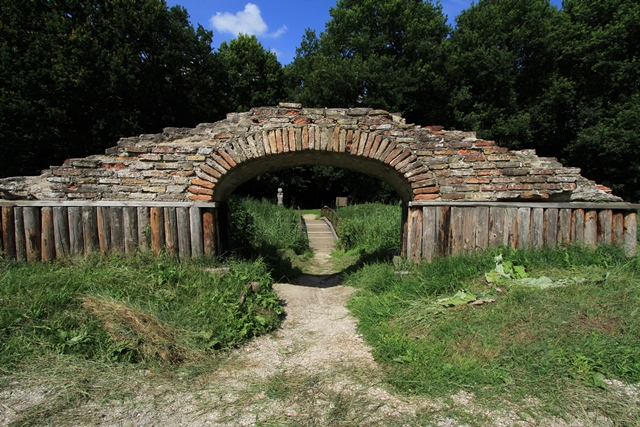 Resten Burcht van Kuinre: historische hotspot in Flevoland.