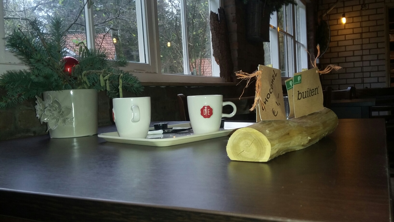 Nagenieten van een boswandeling met koffie of thee.