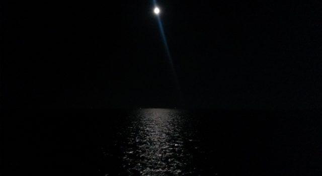 donker: maan