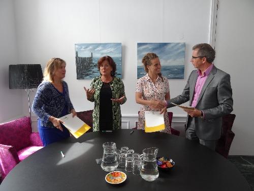 Ondertekening samenwerkingsovereenkomst AnnaTuin 7-7-2016