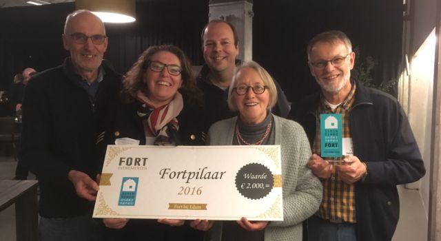 Vrijwilligers Fort Edam winnen de Fortpilaar 2016.