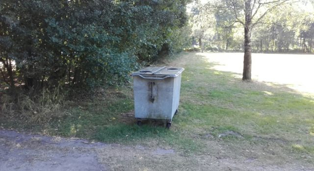 Een container die verwijderd gaat worden