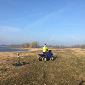 Zoeken met grondradar naar kasteel Hulhuizen in de Klompenwaard