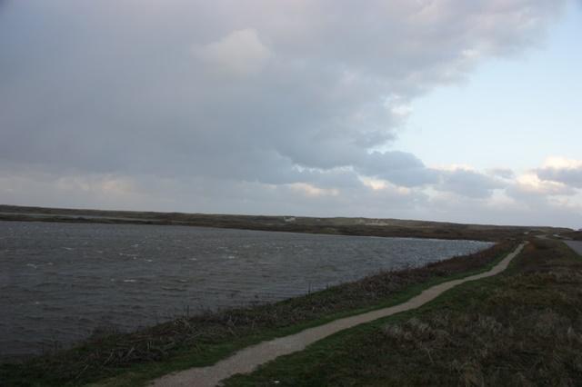 De zee staat op de Achtbunder tot bij de Krimweg