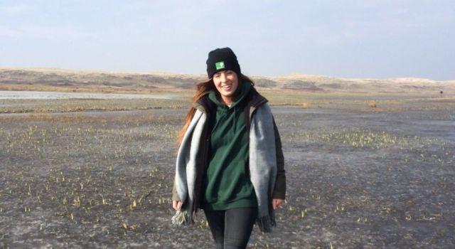 Boswachter Charlotte op het bevroren Grote Vlak