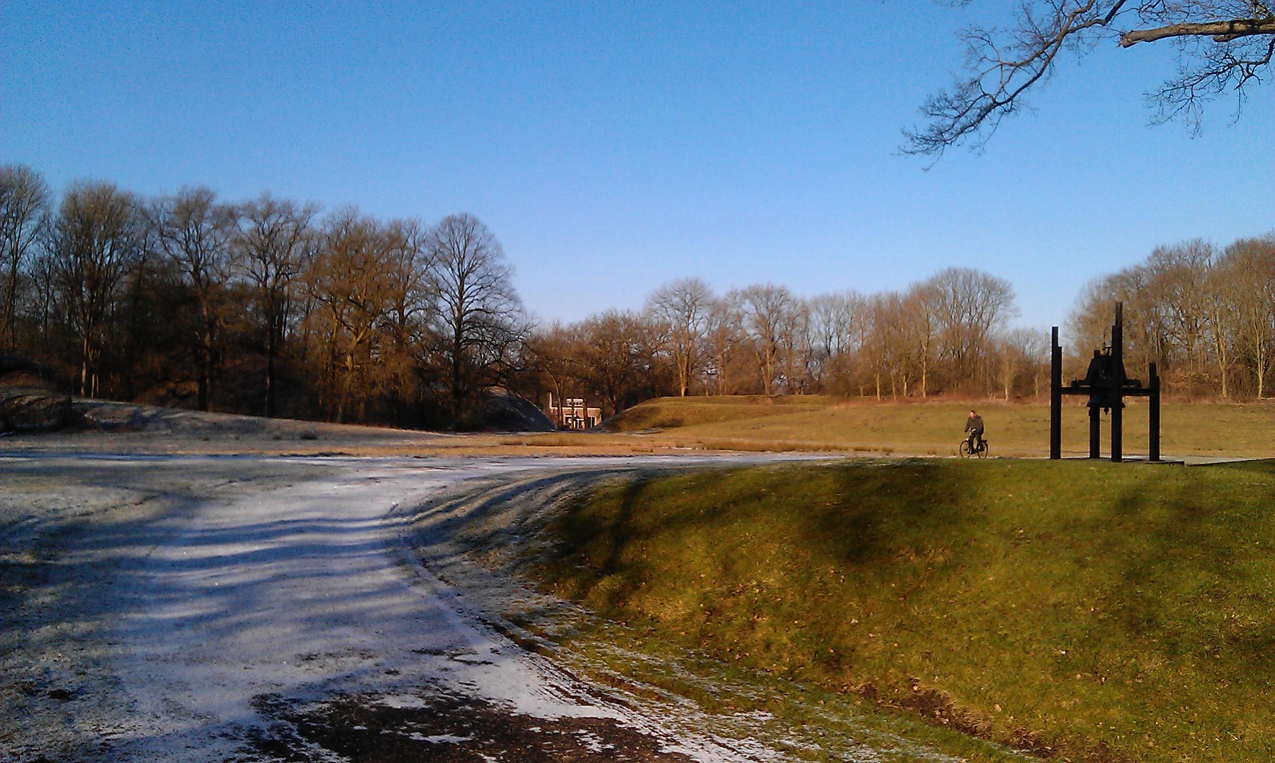 De sneeuw verrad de winter, de zon en zingende zanglijster beloven de lente!