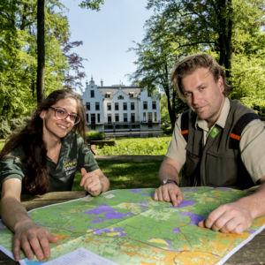 Samenwerking tussen Staatsbosbeheer en haar buren levert voor de nieuwe Falk wandelkaart van de Noord Veluwe levert 20 nieuwe routes op.
