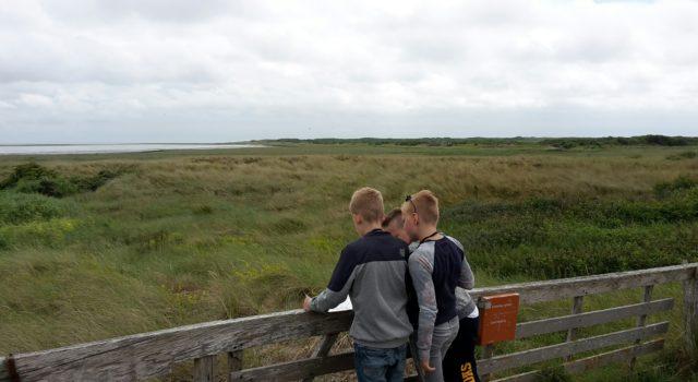 Deze jongemannen waren zeer fanatiek bezig om de vogels op naam te krijgen;-)