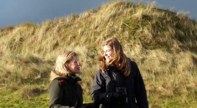 Marieke en Camilla op Vlieland