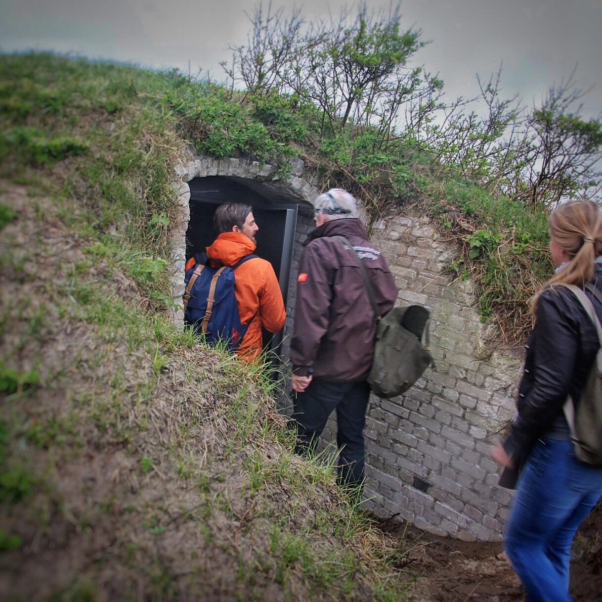 Vrijwiligerswerk bij Staatsbosbeheer als gids in de bunkers bij Wassenaar Foto: Mark Kras