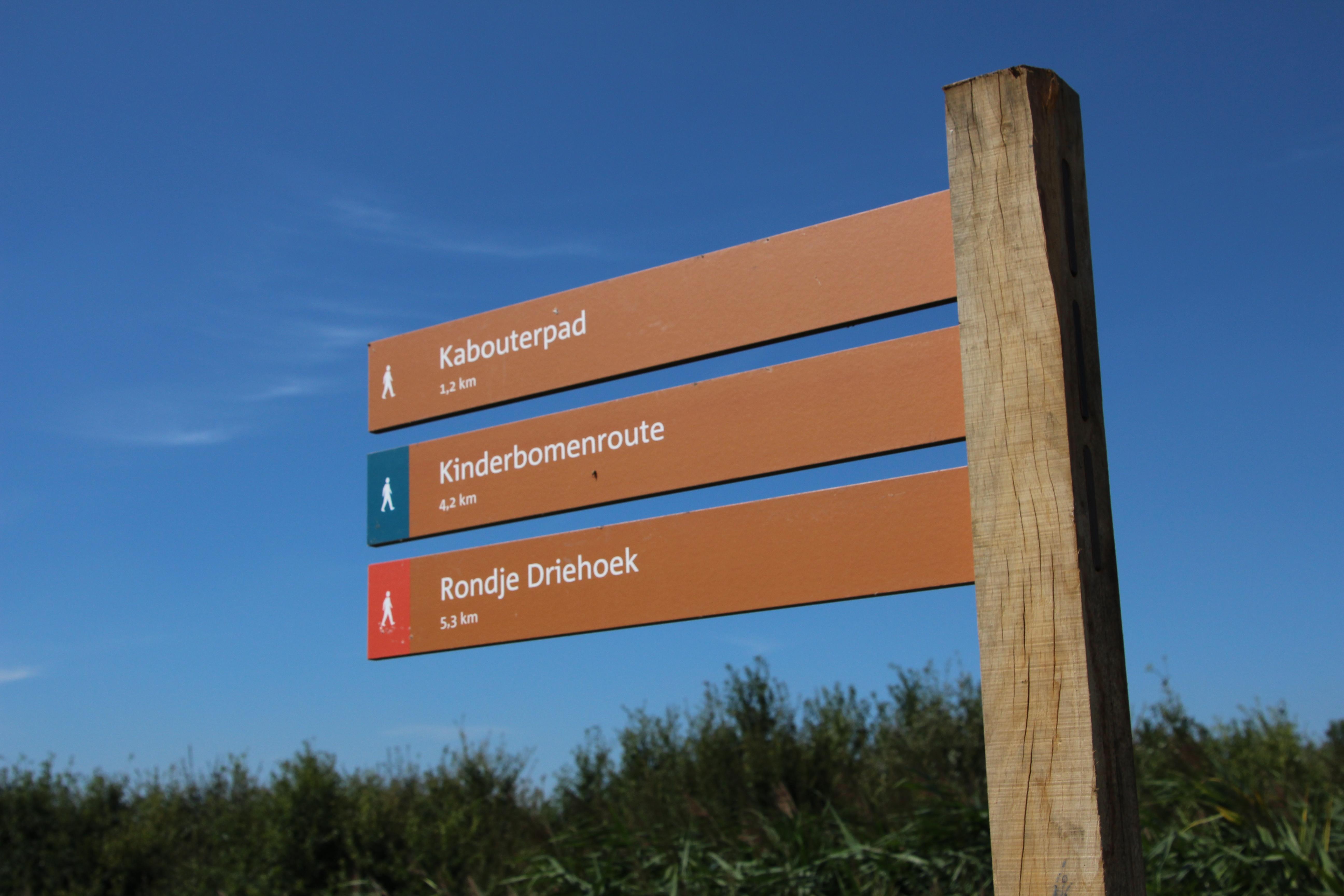 Er starten drie verschillende wandelroutes van af parkeerplaats Bentwoud-west